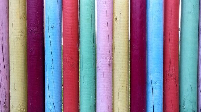 Farba na drevo, ktorá ho rozjasní
